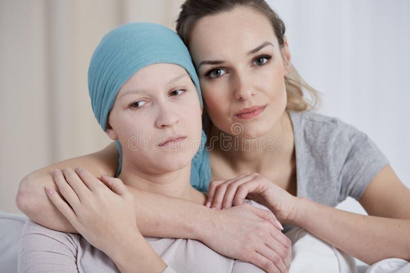 Женщина поддерживая ее друга стоковые изображения rf