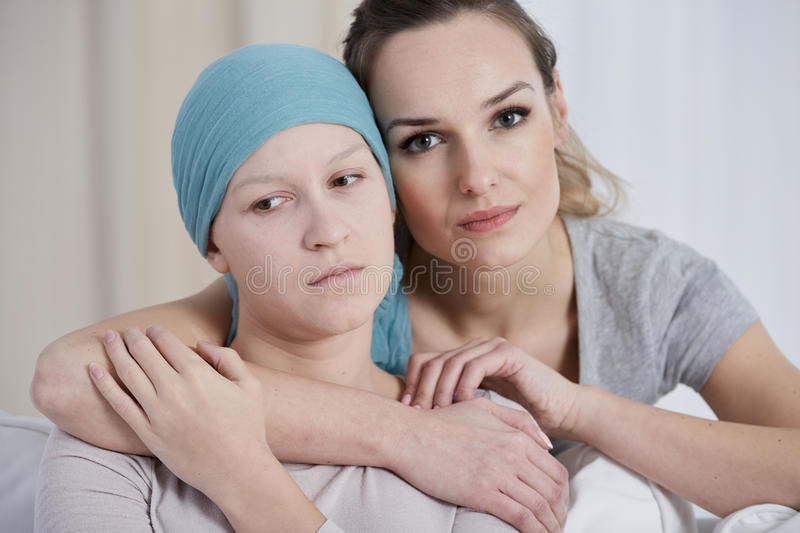 Женщина поддерживая ее друга стоковая фотография