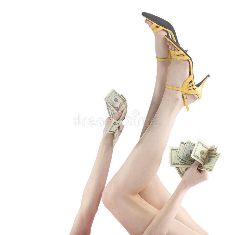 Женщина поднимая ее ноги и руку с долларами США стоковое фото rf