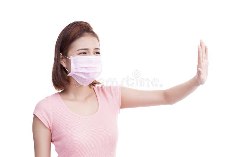 Женщина получает больной Азиатский лицевой щиток гермошлема носки молодой женщины медицинский стоковое изображение
