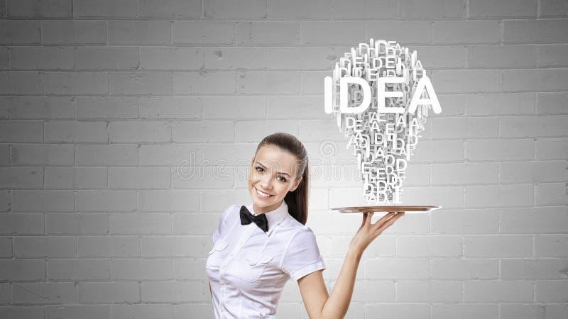 Женщина представляя идею стоковое изображение