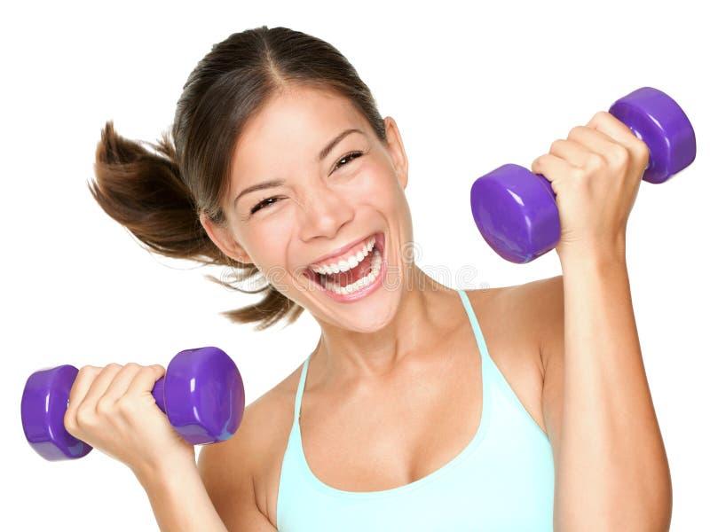 женщина пригодности гантелей счастливая поднимаясь стоковая фотография rf