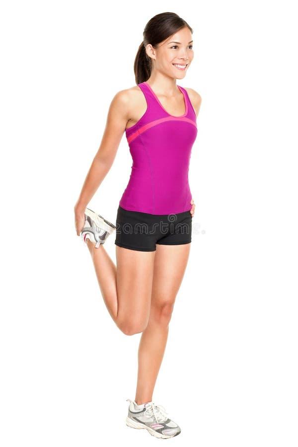 Женщина пригодности протягивая полное тело стоковые изображения