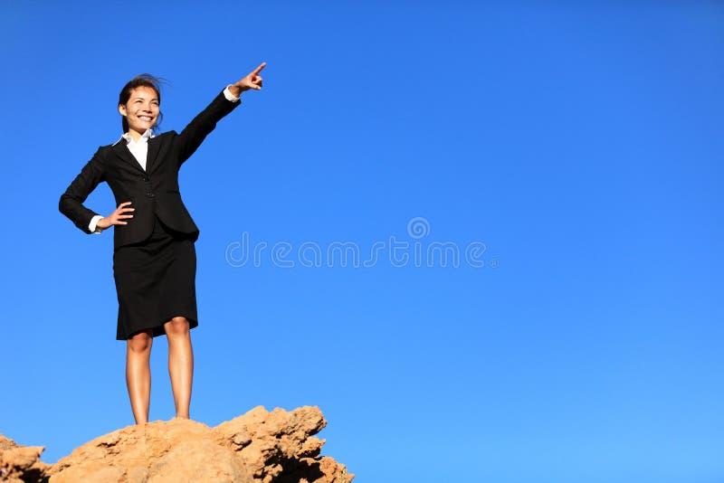 женщина принципиальной схемы дела будущая указывая стоковая фотография