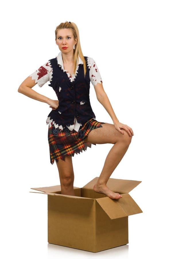Женщина при картонная коробка изолированная на белизне стоковая фотография