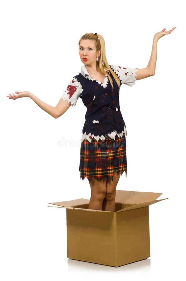 Женщина при картонная коробка изолированная на белизне стоковое фото