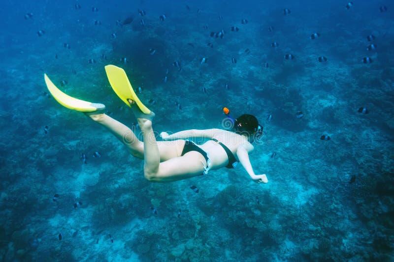 Женщина при маска snorkeling стоковые изображения