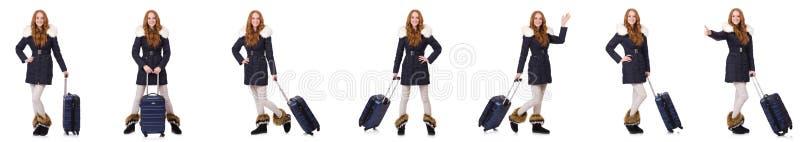 Женщина при чемодан подготавливая на каникулы зимы стоковая фотография