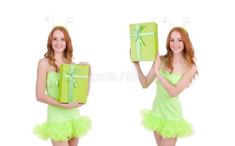 Женщина при giftbox изолированное на белизне стоковое фото