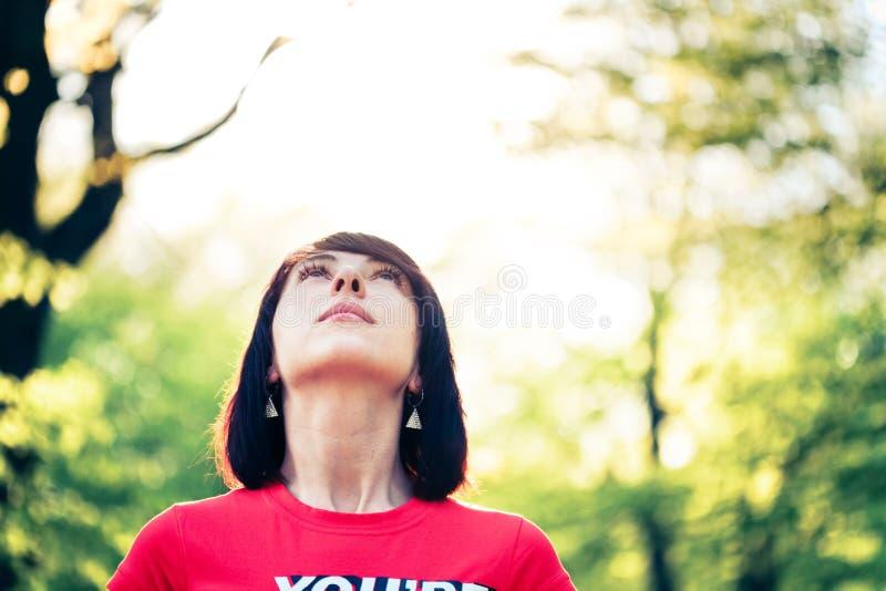 женщина пущи милая стоковое фото