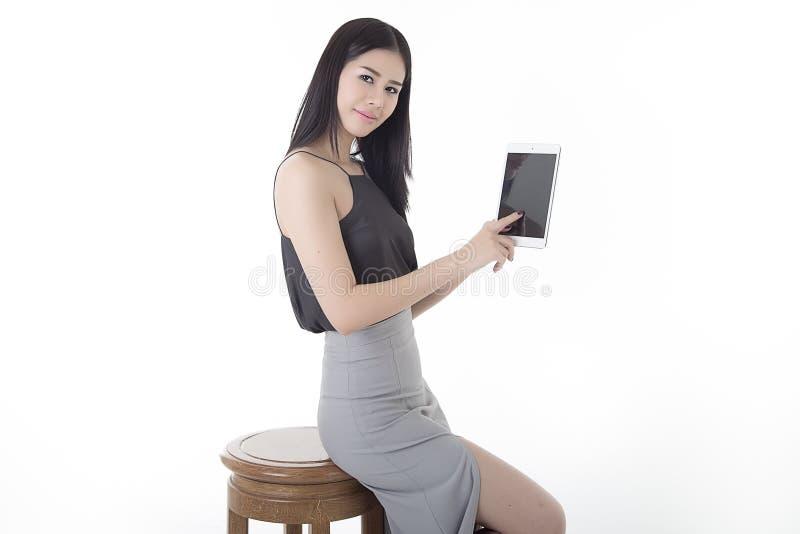 Женщина планшета стоковая фотография