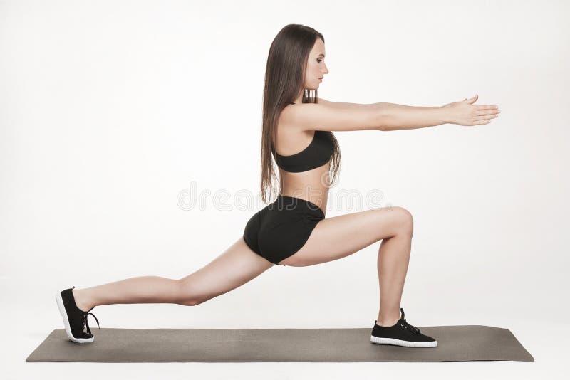 Женщина работая на человеке стоковое фото rf