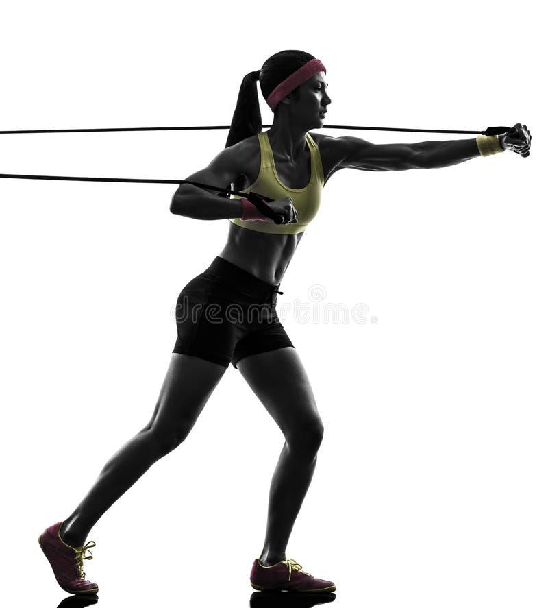 Женщина работая сопротивление разминки пригодности соединяет силуэт стоковая фотография rf