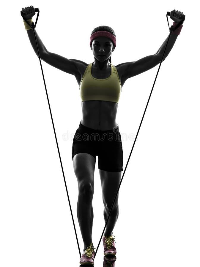Женщина работая сопротивление разминки фитнеса соединяет силуэт стоковая фотография rf