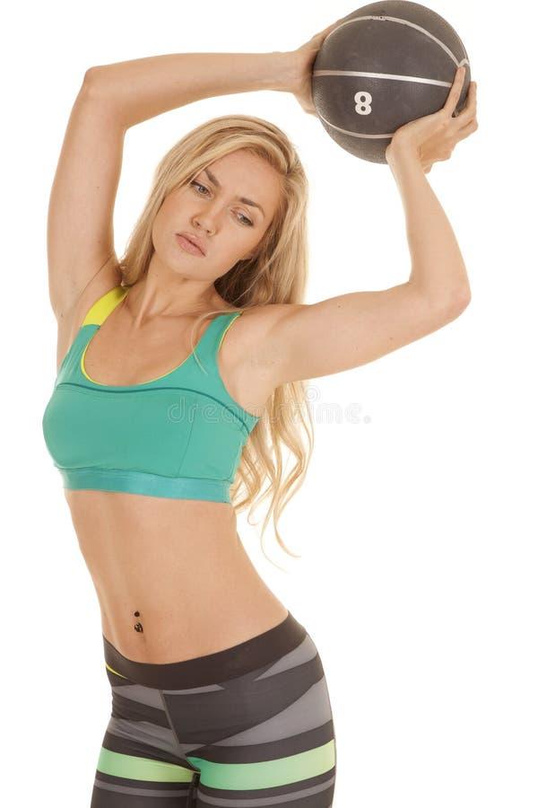 Download Женщина резвится брюки нашивки бюстгальтера шарик задерживает Стоковое Фото - изображение насчитывающей одно, здоровье: 33735200