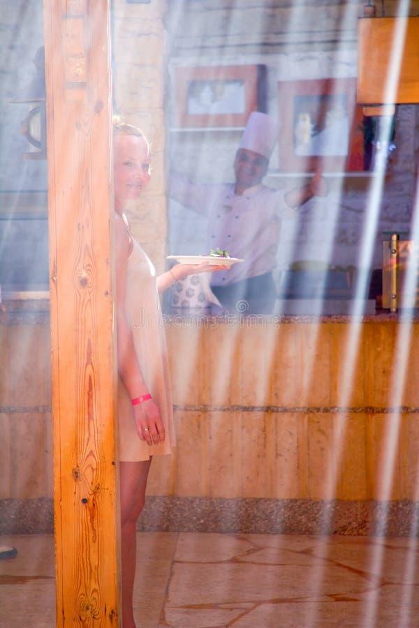 женщина ресторана стоковые фотографии rf