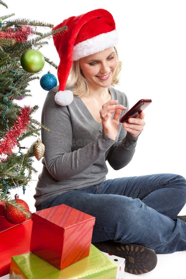 Женщина рождества на Smartphone стоковое изображение