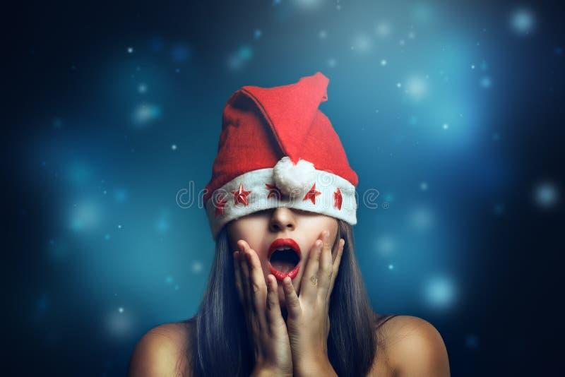 Женщина рождества с смешным выражением стоковые изображения