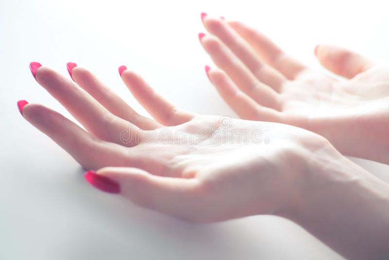 женщина рук нежая стоковое фото