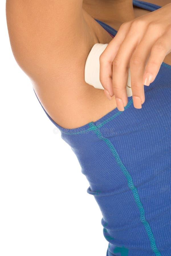 женщина ручки deodorant стоковая фотография rf