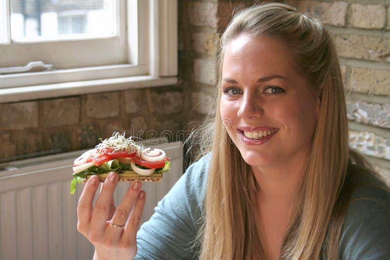 женщина салата еды здоровая стоковое изображение