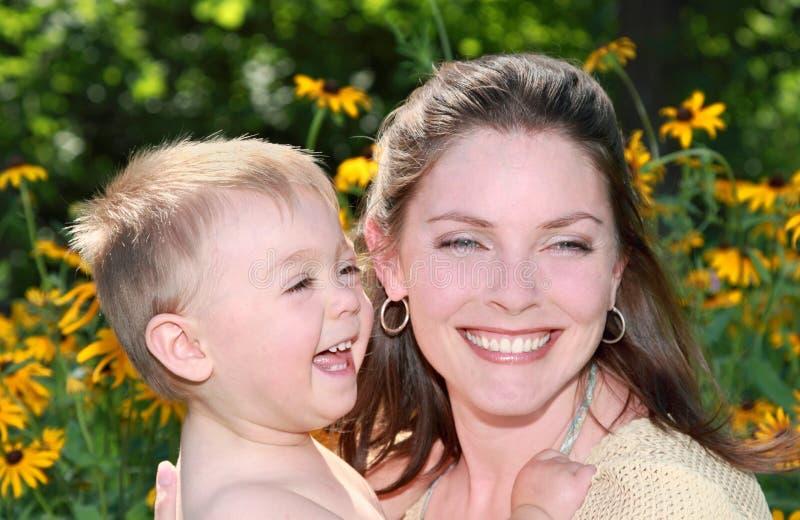 женщина сада ребенка стоковое изображение