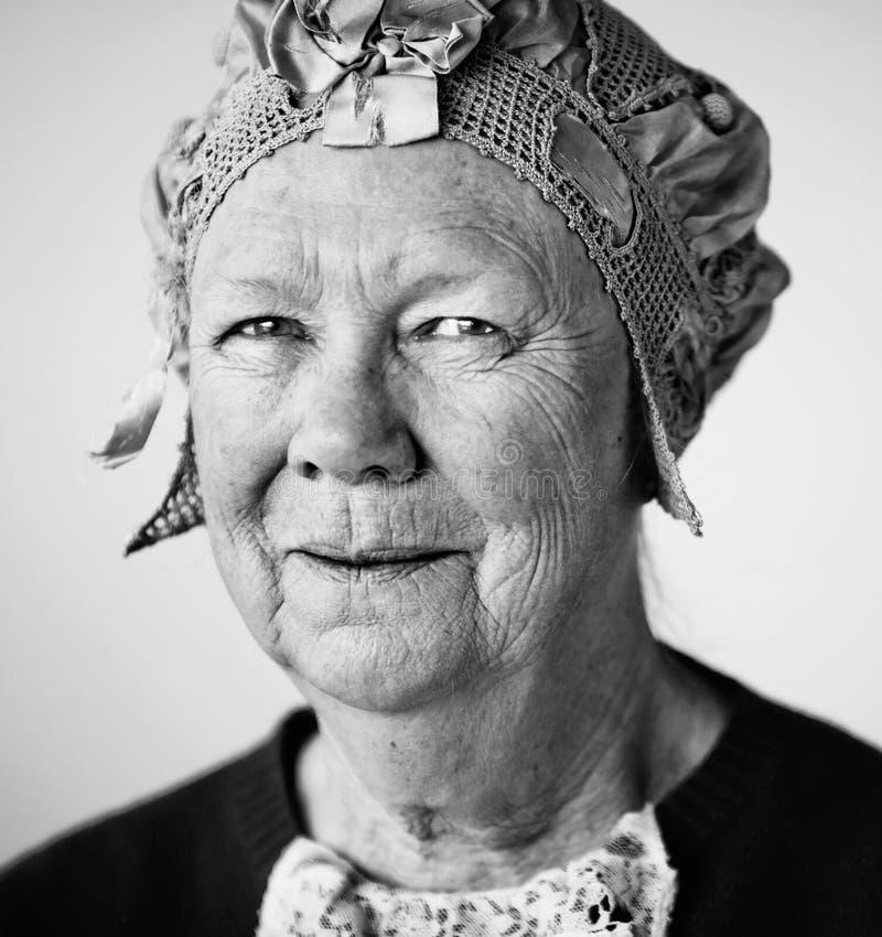 женщина сбора винограда шлема старшая сь стоковая фотография