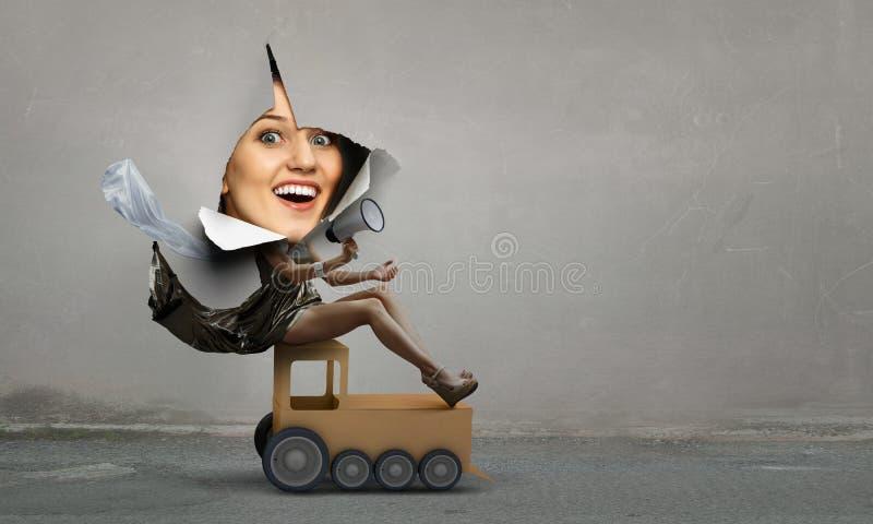 Женщина смотря вне от отверстия сорванной бумаги и ехать коллаж самолета игрушки стоковое изображение