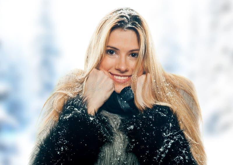 женщина снежка стоковое изображение