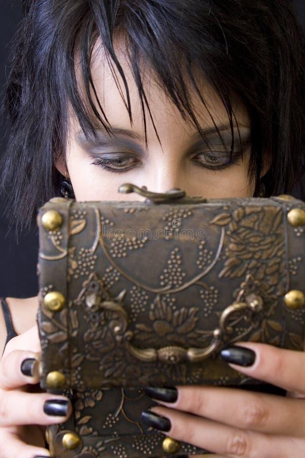 женщина сокровища goth s коробки стоковое изображение rf
