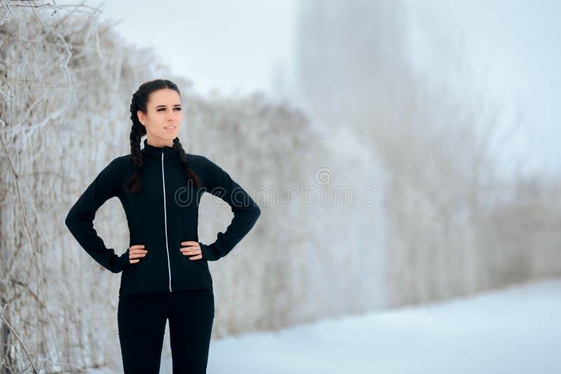 Женщина спорта зимы в внешней встрече фитнеса стоковые изображения rf