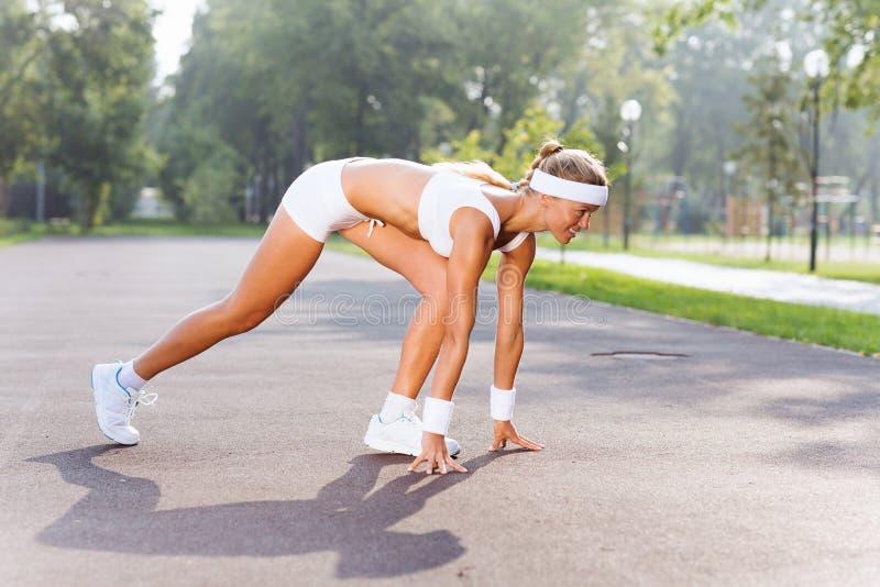 Download Женщина спорта стоковое изображение. изображение насчитывающей asper - 41650643
