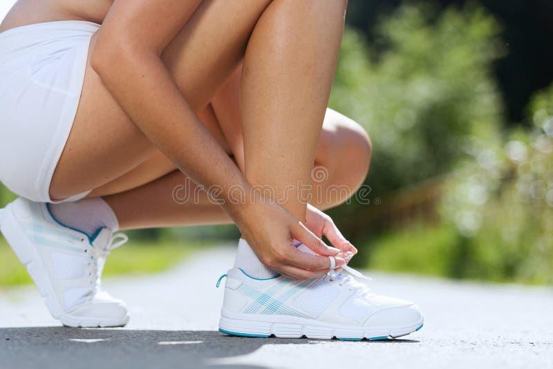 Download Женщина спорта стоковое изображение. изображение насчитывающей работать - 41651937