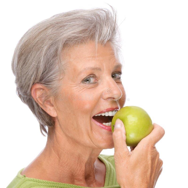 женщина старшия яблока стоковое фото rf