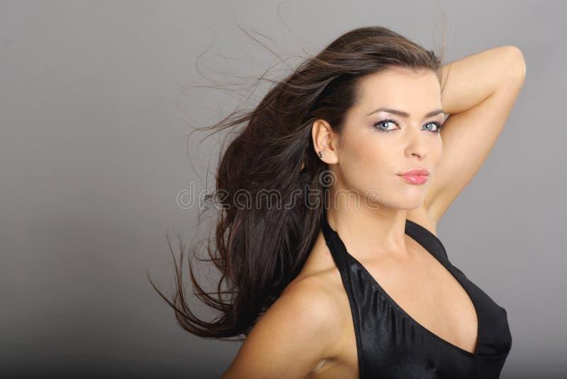 Download женщина стиля причёсок очарования Стоковое Фото - изображение насчитывающей смех, способ: 6855778