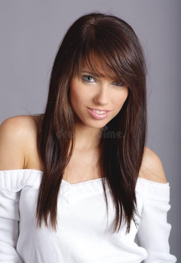 Download женщина стиля причёсок очарования Стоковое Изображение - изображение насчитывающей волосы, состав: 6856379