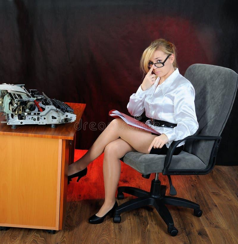 женщина стола стоковые фотографии rf