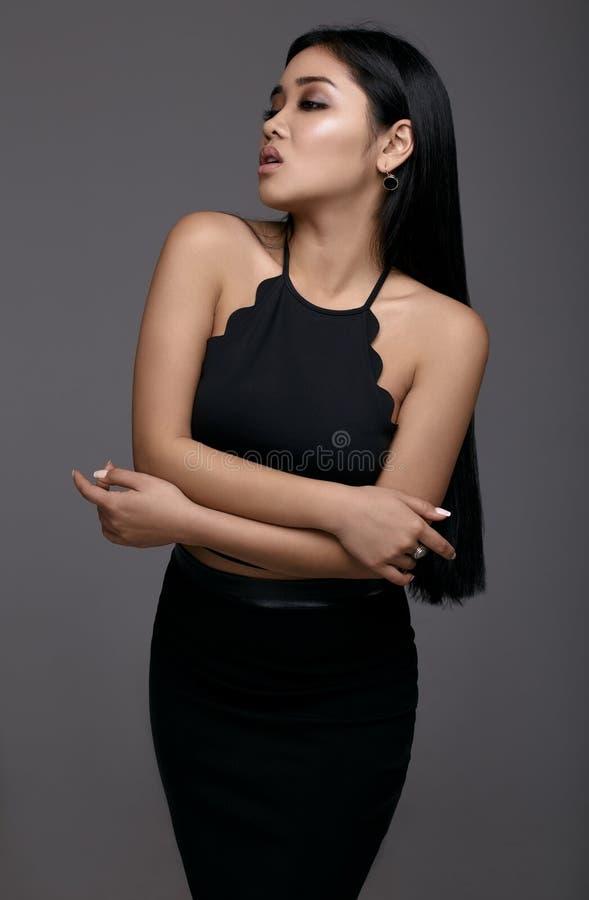женщина стороны крупного плана азиатской привлекательной красотки предпосылки красивейшей кавказская китайская изолировала кожи г стоковая фотография