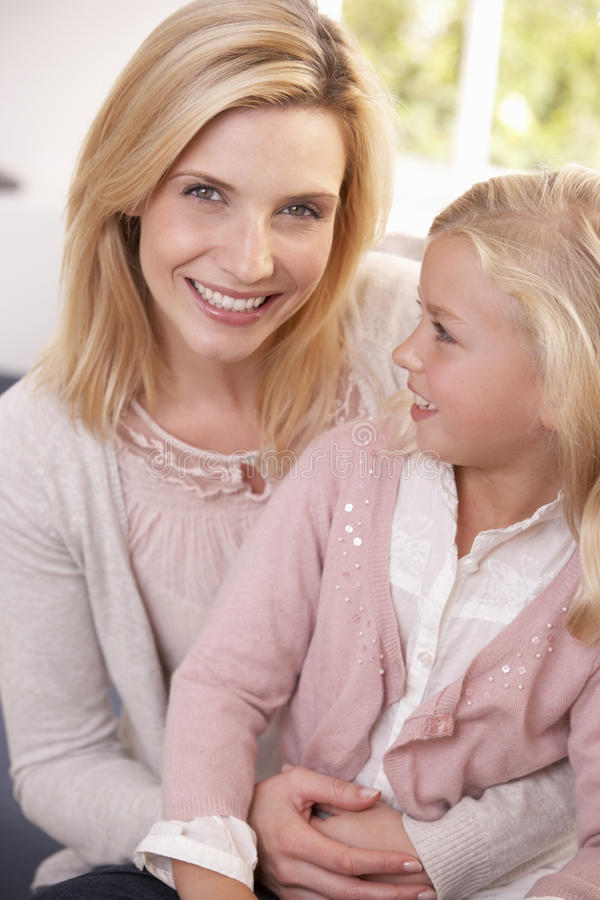 женщина студии представления ребенка стоковая фотография