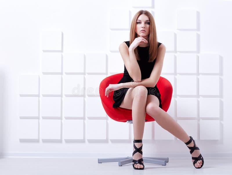 женщина стула сексуальная сидя съемка способа стоковые фотографии rf