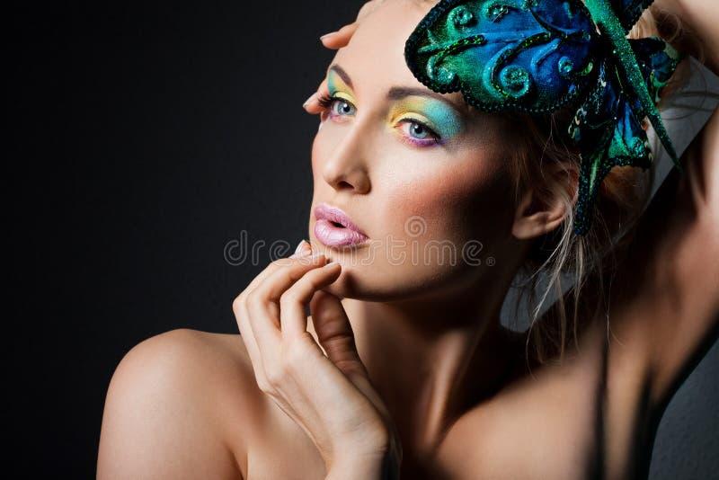 Женщина с бабочкой стоковое фото rf