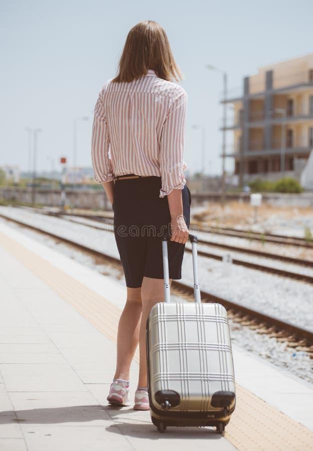 Женщина с багажем стоковая фотография rf