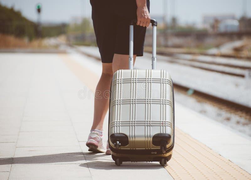 Женщина с багажем стоковые фото