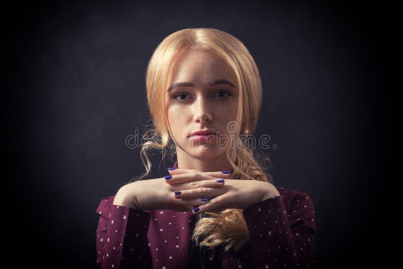 Женщина с веснушками стоковая фотография rf