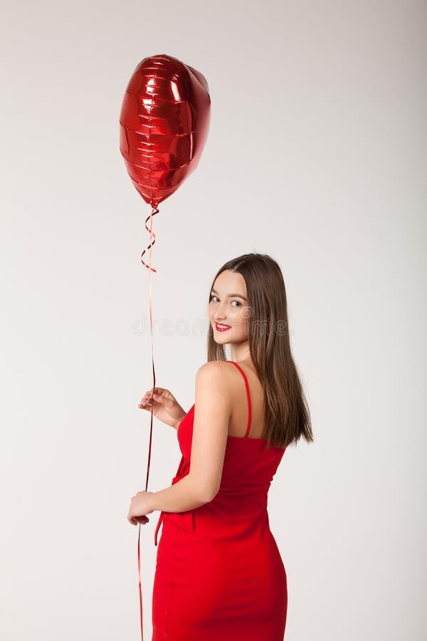 Женщина с воздушным шаром во дне Валентайн стоковое фото rf
