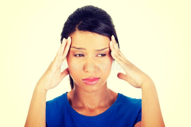 Женщина с головной болью или проблемой стоковые изображения