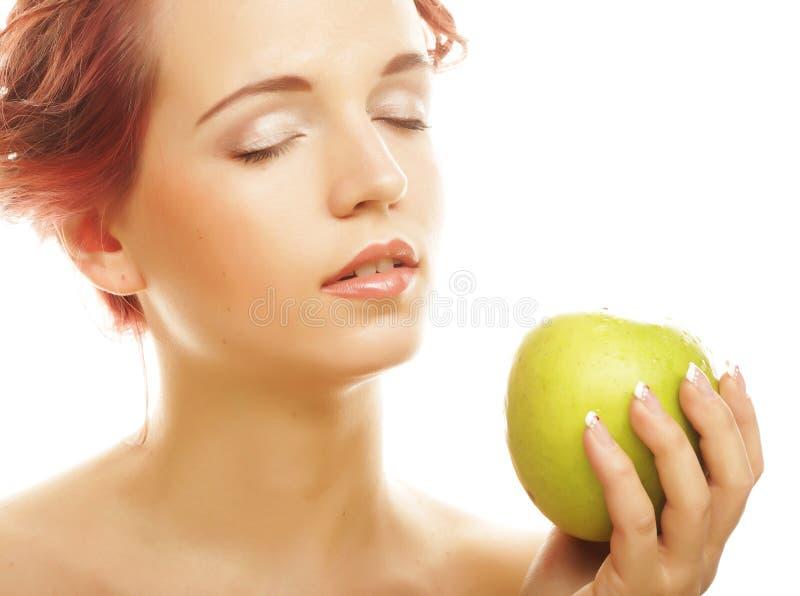 Download Женщина с зелеными яблоками Стоковое Фото - изображение насчитывающей мило, dieting: 37926506