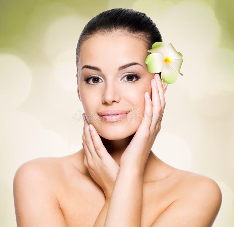 Женщина с здоровой стороной кожи стоковое изображение rf