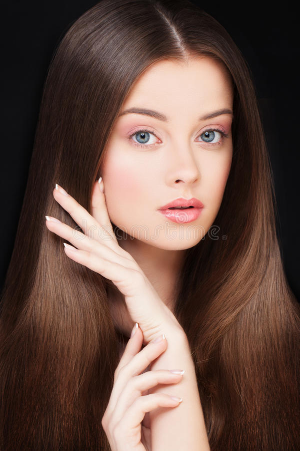 Женщина с здоровыми волосами Концепция Haircare и Skincare стоковое фото rf