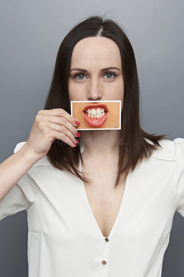 Женщина с изображением рта и зубов стоковая фотография rf
